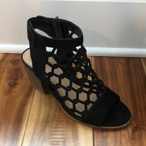 Vince Camuto bootie size 7